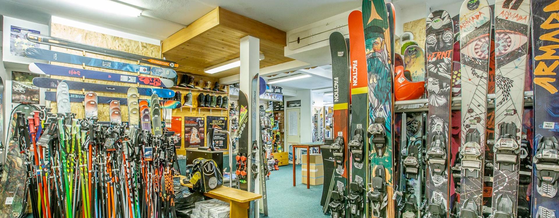 Location de ski, snowboard, télémark et snowscoot